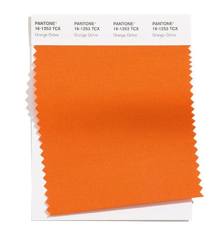 PANTONE 16-1253 Orange Ochre 橘褐色:這個接近土地的橘色穿越季節。