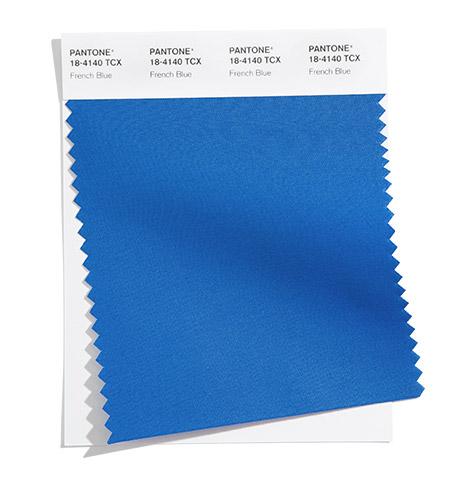 PANTONE 18-4140 French Blue 法式藍:一個攪動心弦的藍色調,喚起春天的巴黎模樣。