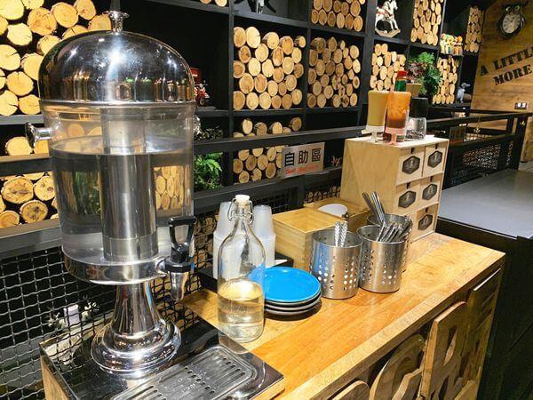 多一點咖啡 文化館 2F自助區