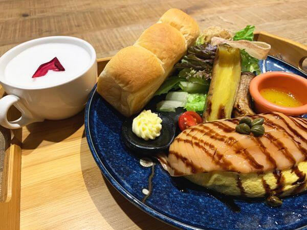 多一點咖啡 煙燻挪威生鮭魚蔬菜起司蛋捲 附MINI吐司 & 卡布奇諾濃湯